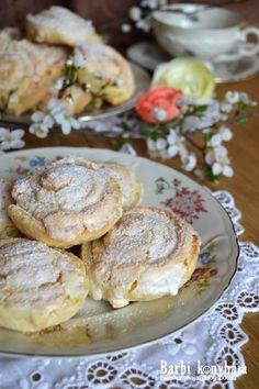 Ugye mindenki emlékszik erre a finom kókuszos habos csigára, az esküvői aprósütemények egyik fontos résztvevőjére? Azt mindenképpen meg kel... Hungarian Desserts, Hungarian Recipes, Donuts, Tasty, Yummy Food, Sweet Sauce, Waffle Iron, Sweet Cakes, Great Recipes