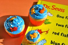 Seuss Party- One Fish, Two Fish, Red Fish, Blue Fish, cupcakes. Dr Seuss Cupcakes, Themed Cupcakes, Cute Cupcakes, Cupcake Cookies, Birthday Cupcakes, Sea Cupcakes, Cupcakes Kids, Book Cupcakes, Cupcake Bakery