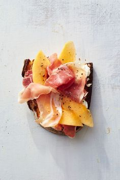 toast Ideas: prosciutto-melon toast In a breakfast rut? These 13 epic toast ideas will satisfy any craving you have and totally change the way you think of the breakfast classic. For more recipes, go to Domino. Breakfast And Brunch, Breakfast Recipes, Breakfast Ideas, Figs Breakfast, Mexican Breakfast, Breakfast Sandwiches, Breakfast Pizza, Breakfast Bowls, Think Food
