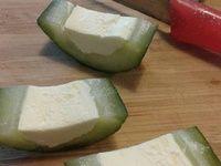 Hapjes maken: gevulde komkommer met roomkaas en zongedroogde tomaat. - Instructies - Weethetsnel.nl
