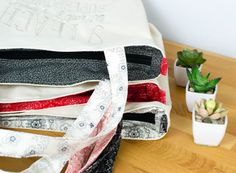 Teacher Tote Bags to Sew in a Flash! {free sewing pattern}