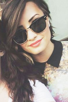 i have these sunnies!!! Such a good feeling when your idol is wearing something you own!