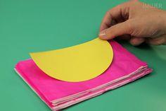 Siempre me han gustado muchísimo las figuras de papel panal, pues alegran cualquier fiesta de forma diferente y divertida. Hoy te mostramos cómo hacer una bola de papel panal en forma muy simple.En esta manualidad, no solo aprenderás cómo hacer una bola de papel panal, sino que también aprenderás cómo hacer pape