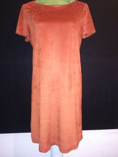 Samtiges Kleid in Wildlederoptik