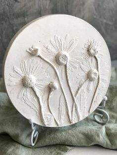 Chamomile flowers bas-relief art for wall decor, table, dresser, shelf by DinaArtDecor. Rustic round wall decor as herbarium. Botanical tile for home garden. Chamomile botanical bas relief is ideal for decorating the entrance hall, living room, kitchen, bedroom or baby room