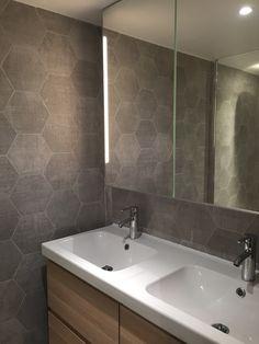 Grand miroir tout hauteur avec éclairage Led intégré. Paris 17