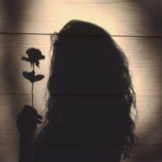 24 Light and Shadow Photography for Inspiration - vintagetopia Shadow Photography, Tumblr Photography, Girl Photography Poses, Bad Girl Aesthetic, Aesthetic Photo, Aesthetic Pictures, Nature Aesthetic, Pink Aesthetic, Girl Shadow