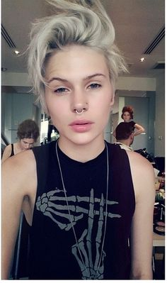 Madison Paige friiiccckkkkkk ♡ Love her hair, piercings and style Girl Short Hair, Short Hair Cuts, Short Hair Styles, Hair Inspo, Hair Inspiration, Hair Dos, Your Hair, Estilo Tomboy, Androgynous Women