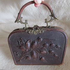 A lovely antique Art Nouveau handbag style sewing case or Ladies Necessaire. The case is made of leather and features a hand worked Art Nouveau floral motif on both sides, it has pretty brass Sewing Case, Sewing Box, Sewing Notions, Vintage Purses, Vintage Bags, Vintage Handbags, Art Nouveau, Moda Retro, Leftover Fabric