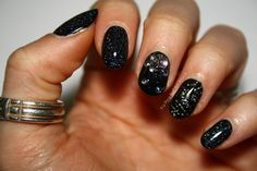nail art proposals New Year - our trend ideas Are you looking for new year nail art ideas? So, you have come to the right place because today our team has prepared for you beautiful nail decor. Manicure Rose, Glitter Manicure, Glittery Nails, Pink Nails, Black Nail Designs, Best Nail Art Designs, Dark Blue Nails, New Years Nail Art, Glitter