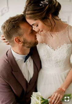 Trendy bridal pictures poses the bride the dress ideas Bridal Poses, Wedding Poses, Wedding Photoshoot, Wedding Couples, Wedding Bride, Bridal Pictures, Family Wedding Pictures, Couple Photoshoot Poses, Photo Couple