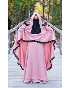 Any exploration of ancient Muslim covering can not be thought of complete while not associate degree in-depth discussion of the hijab, a standard Muslim scarf worn by Muslim girls round the world. Niqab Fashion, Modest Fashion Hijab, Fashion Outfits, Muslim Women Fashion, Islamic Fashion, Arab Girls Hijab, Muslim Girls, Muslim Hijab, Muslim Dress