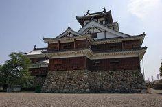 CASTILLO FUKUCHIYAMA - construido y gobernado por la familia Yokoyama, después de su caída en 1576, Akechi Mitsuhide lo construyó desde la base, de acuerdo a la vieja fortificación de 1580