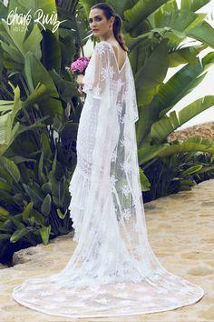 Brilla llena de elegancia y sensualidad en tu gran día con la colección Bride light de Novias by Charo Ruiz   Ref. 00335VESTIDO CHARISSE Ref. 226306CAPA BRILLOS  www.charoruiz.com