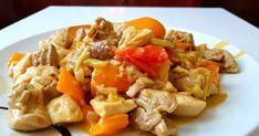 Υπέροχη νόστιμη και ζουμερή τηγανιά κοτόπουλου με πιπεριές!!!   Υλικά  -1κιλό κοτόπουλο χωρίς κόκαλα  -1 κρεμμύδι ξερό  -1 πιπεριά πορ... Cookbook Recipes, Cooking Recipes, Healthy Recipes, Greek Recipes, Kung Pao Chicken, Salads, Food And Drink, Stuffed Peppers, Meat