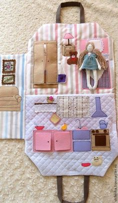 Stoff Puppenhaus - Baby toys by age - DiyKids Felt Books, Quiet Books, Fabric Toys, Fabric Crafts, Fabric Houses, Sewing For Kids, Diy For Kids, Art And Craft Videos, Sewing Dolls