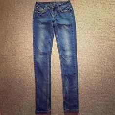 LA IDOL Skinny Jeans, Size 1. Adorable! Bling! LA IDOL Skinny Jeans, Size 1. Adorable! Bling! These jeans have a lot of beautiful decor including two large crosses on the back pockets. So cute! LA IDOL Pants Skinny
