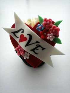 35 Cupcake Decoration Ideas for Valentine's Day - San Valentino Idee Pretty Cupcakes, Beautiful Cupcakes, Fun Cupcakes, Cupcake Cakes, Mini Cakes, Cupcake Ideas, Cupcake Toppers, Cupcake Pics, Decorated Cupcakes