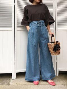 おチビでもギリギリいけたデニムワイドパンツ♡ 編み上げデザインが可愛い過ぎる💕😊 ブログにてレポしてます(*´▽`*)♡ Classy Wear, Estilo Jeans, Wide Leg Pants, Blue Jeans, Cute Outfits, Street Style, Denim, My Style, Lady