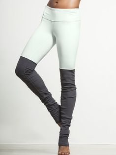 Find your chi in these ribbed leggings by Alo Yoga. Appropriately named considering the endless benefits (ahem booty lifting, fabric slimming effects and more), these leggings let you be your most powerful goddess-like self. Zumba, Yoga Girls, Sport Outfit, Sport Wear, Pants Outfit, Workout Attire, Workout Wear, Workout Fitness, Athletic Outfits