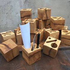 Scrap Wood Projects, Woodworking Projects Diy, Check Presenter, Wood Menu, Restaurant Themes, Menu Holders, Diy Cutting Board, Diy Bar, Woodworking Projects