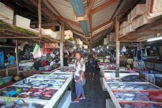 Pasar Kedonganan yang terletak di kawasan Jimbaran ini bukan hanya sekedar pasar ikan. Selain aneka ikan segar di pasar ini juga tersedia berbagai jenis seafood lain seperti udang, kepiting, lobster, kerang, dan lain-lain. More info: http://fantasticbali.com/tempat-wisata/pasar-kedonganan.htm