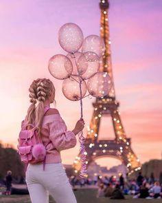 Top 10 Secrets of the Eiffel Tower in Paris Eiffel Tower Photography, Paris Photography, Girl Photography Poses, Creative Photography, Photography Flyer, Travel Photography, Paris Pictures, Girly Pictures, Paris Photos
