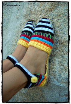 Alpargatas Crochet Slipper Boots, Crochet Slippers, Knit Crochet, Bare Foot Sandals, Shoes Sandals, Cute Shoes, Me Too Shoes, Woolen Socks, Boot Cuffs