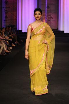 Pallavi Jaikishan Couture Collection at India Bridal Fashion Week 2012 Ethnic Fashion, Indian Fashion, Girl Fashion, Indian Bridal Lehenga, Indian Sarees, Pakistani Outfits, Indian Outfits, Indiana, Phulkari Saree