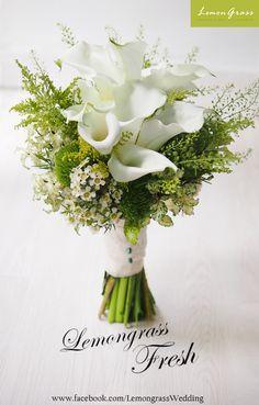 Lily Bouquet Wedding, Small Wedding Bouquets, Calla Lily Bouquet, Lily Wedding, Hand Bouquet, Bride Bouquets, Bridal Flowers, Bridesmaid Bouquet, Floral Bouquets