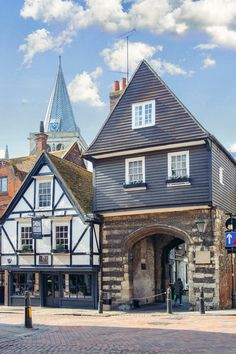 Rochester Kent, English Village, City Scapes, Kent England, Background Ideas, United Kingdom, Landscapes, Places To Visit, Mansions