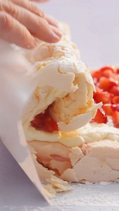 Strawberry Meringue Roll - New ideas Cookie Recipes From Scratch, Easy Cookie Recipes, Sweet Recipes, Baking Recipes, Dessert Recipes, Chocolate Cookie Recipes, Peanut Butter Cookie Recipe, Sugar Cookies Recipe, Strawberry Meringue