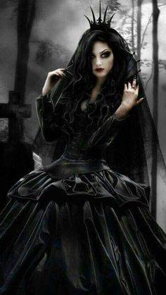 Gorgeous gothic girl, black is gorgeous! so elegant Dark Gothic, Gothic Mode, Dark Beauty, Goth Beauty, Dark Fashion, Gothic Fashion, Goth Victorien, Dark Black, Suicide Girls