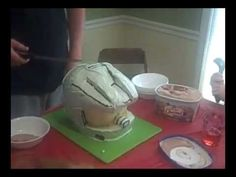 How to make an XBOX 360 Halo Cake. Included in the video are the Halo Cake recipe, screen shots of the Halo helmet, discussions on cake making and decorating. Halo Cake, Cupcake Decorating Tips, Video Game Cakes, Cake Craft, Cake Youtube, Character Cakes, Cakes For Boys, Cake Tutorial, Sweet Memories