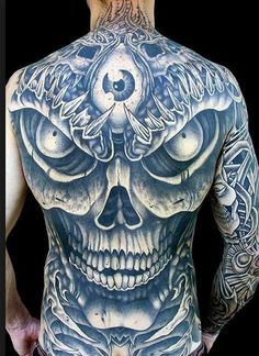 50 skull tattoo designs for men and women with their meaning. Discover our selection of skull tattoos on hand, fest, arm or chest. Henna Tattoos, Bild Tattoos, Body Art Tattoos, Sleeve Tattoos, Cool Tattoos, Amazing Tattoos, Flower Tattoos, Tatoos, Skull Hand Tattoo