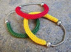Tricotin bracelets by airali Fiber Art Jewelry, Textile Jewelry, Fabric Jewelry, Jewellery, Spool Knitting, Easy Knitting, Yarn Projects, Knitting Projects, Jewelry Crafts