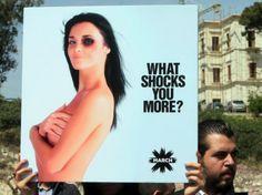24 heures en images - Manifestation en faveur d'une loi contre les violences conjugales à Beyrouth, au Liban, le 1er avril. (AFP PHOTO/JOSEPH EID)