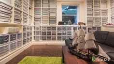 http://www.houzztv.com Architect Jeffrey Pelletier has amassed a collection of 250,000 Lego pieces in the basement of his family's 1902 Seattle home. Watch t...