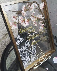 春に挙式予定の花嫁さま、【桜】をテーマにしたウェディングはいかがですか? ピンクが大好き♡パステルカラーが大好き♡という人にぴったりの、【桜】をふんだんに使用したキュートなウェディングをご紹介します。洋風でも和風でも【桜】で魅力的に演出します。 Welcome Boards, Chalkboard Quotes, Art Quotes, Weddings, Flowers, Crafts, Welcome Back Boards, Manualidades, Mariage