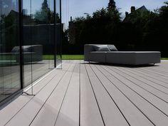 Moderne Terrasse mit MYDECK Premium WPC Terrassendielen, Munich