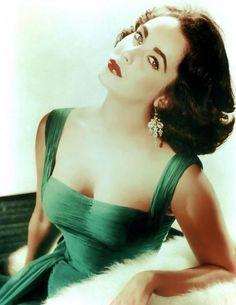 Elizabeth Taylor - green dress + red lips! gorgeous hair