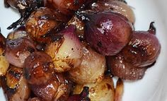 Roasted Balsamic Pearl Onions Recipe Roasted Balsamic Pearl Onions, to serve as a side with steak or other grilled meat…sound like something I'd like to try Pearl Onion Recipe, Grilling Recipes, Cooking Recipes, Healthy Recipes, Side Recipes, Vegetable Recipes, Balsamic Pearls, Smoked Beef Roast, Vegetables