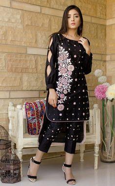 Pakistani Wedding Outfits, Pakistani Dresses, Indian Dresses, Kurti Sleeves Design, Sleeves Designs For Dresses, Simple Dresses, Casual Dresses, Salwar Kameez Neck Designs, Beautiful Dresses For Women