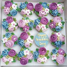 "58 Likes, 2 Comments - ~yatt~ (@yattslilkitchen) on Instagram: ""Happy Teachers Day 2016 - 1 #16may2016 #teachersday #cupcakes #floralcupcakes #buttercreamflowers…"""