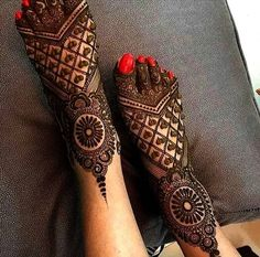 latest mehndi designs for girls bridal henna designs Eid is an auspicious occasion for Muslims all around the world. Easy Mehndi Designs, Henna Hand Designs, Dulhan Mehndi Designs, Latest Mehndi Designs, Mehandi Designs, Mehendi, Mehndi Designs Finger, Legs Mehndi Design, Mehndi Designs For Girls