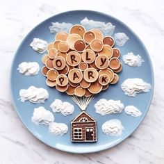 Craft ideas with food on plates motivate for a healthier life - Decoration Solutions Food Art Pancakes, Pancake Art, Gluten Free Kids Snacks, Food Art For Kids, Happy Pills, Healthy Eating For Kids, Cute Food, Creative Food, Food Design
