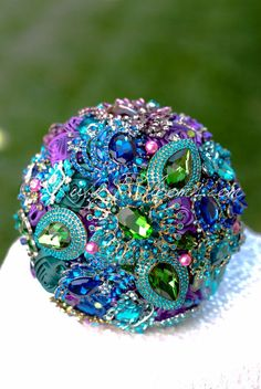 The Peacock Eye jeweled whimsical wedding brooch bouquet - Ruby Blooms Peacock Decor, Peacock Colors, Peacock Art, Peacock Wedding Colors, Peacock Feathers, Peacock Themed Wedding, Peacock Wedding Decorations, Peacock Nursery, Green Peacock