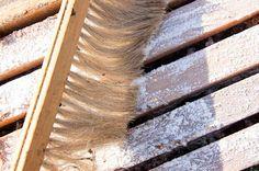 Ορεινή Μέλισσα: Καλοκαιρινή αντιμετώπιση Βαρρόα με ζάχαρη άχνη και θυμόλη