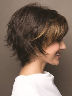 Frisur Ideen 10 einfache Pixie Haircut Styles & Farbideen Picture frames are another example of wedd Pixie Haircut Styles, Curly Hair Styles, Natural Hair Styles, Pixie Styles, Hair Cut Styles, Haircut Short, Wig Styles, Short Layered Haircuts, Short Layered Bobs