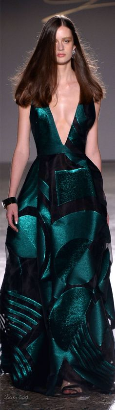 und sonstige Portraits, die ich im Internet findeSpring 2016 Ready-to-Wear Genny Women's Dresses, Fashion Dresses, Gianni Versace, Green Fashion, High Fashion, Beautiful Gowns, Beautiful Outfits, Couture Fashion, Runway Fashion